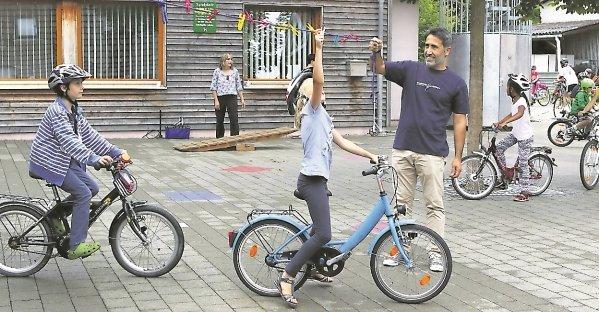 Spielerisch lernen Kinder, wie man sicher Fahrrad fährt  GB-Foto: Bäuerle