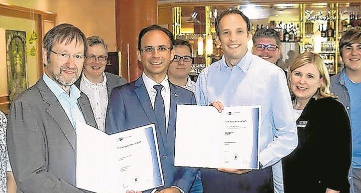 Freuen sich über die Kooperation: Paul-Gerhard Schneider, David Fais, Peter Kramer und Bettina Zehner (vorne von links)  GB-Foto: Krauter