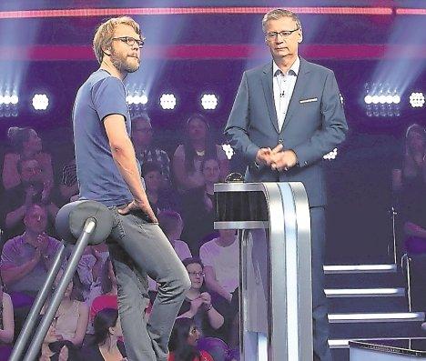 Lasse Paetzold (links) rät bei Günther Jauch  GB-Foto: RTL/Frank W. Hempel