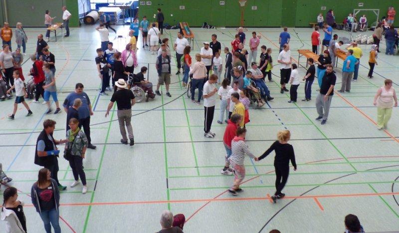 In der Markweghalle: Auf die Schüler warten zwölf Stationen  GB-Foto: gb