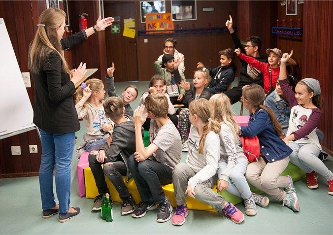 Insgesamt rund 60 Kinder und Jugendliche folgen dem Aufruf der Gemeinde, sich einzubringen  GB-Foto: Schmidt