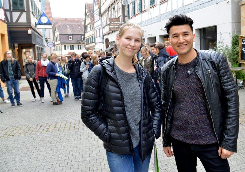 Ida Mårs und Mohammad Zia aus Schweden bei der Stadtführung durch Herrenberg  GB-Foto: Holom