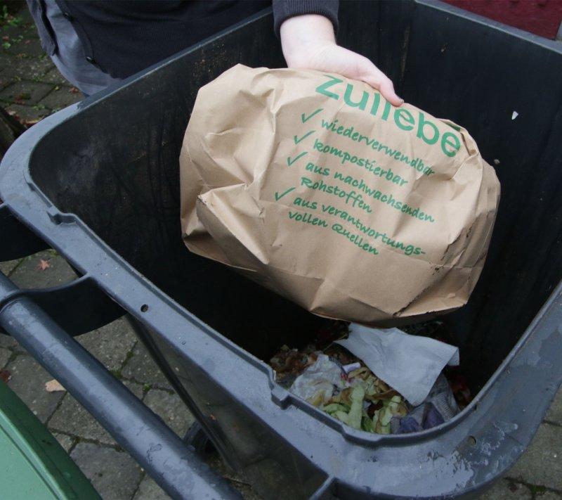 Auf die Tüte kommt es beim Biomüll (auch) an: Sie muss für die Vergärung geeignet sein - kompostierbar allein reicht nicht. Zumindest nicht im Kreis Böblingen  GB-Foto: Bäuerle