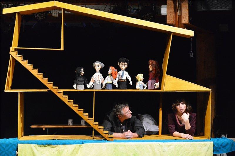 Die Familie unter einem Dach: Ronald Mernitz und Karin Heinke spielen  GB-Foto: Holom