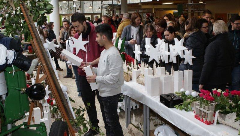 Auch die Jubiläumsausgabe des Adventsbasars an der Hilde-Domin-Schule ist ein Erfolg GB-Foto: Bäuerle