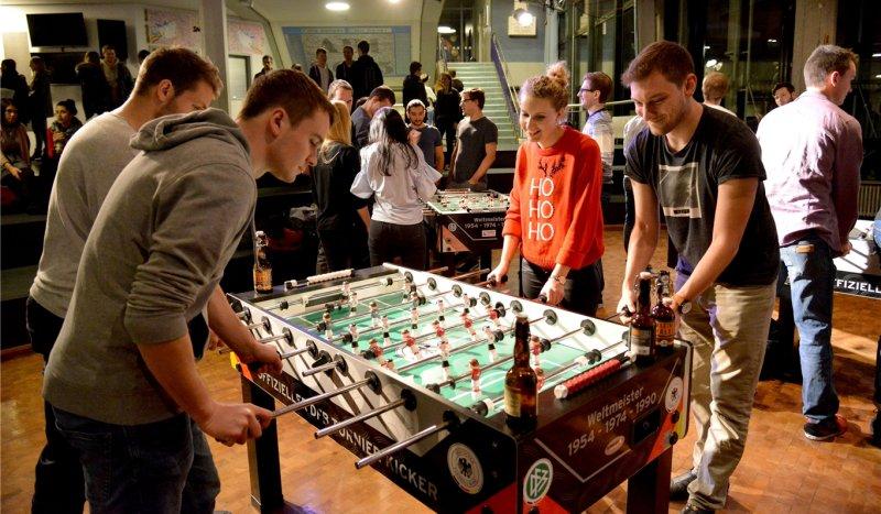 Auch ein Tischkicker-Turnier stand diesmal auf dem Programm beim Ehemaligen-Treff  GB-Foto: Holom