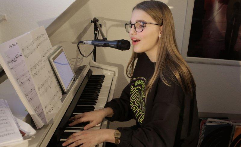 """Kiara Huber singt in ihrem Lied """"Menschenhaus"""" darüber, wie ein Miteinander funktionieren kann GB-Foto: Bäuerle"""