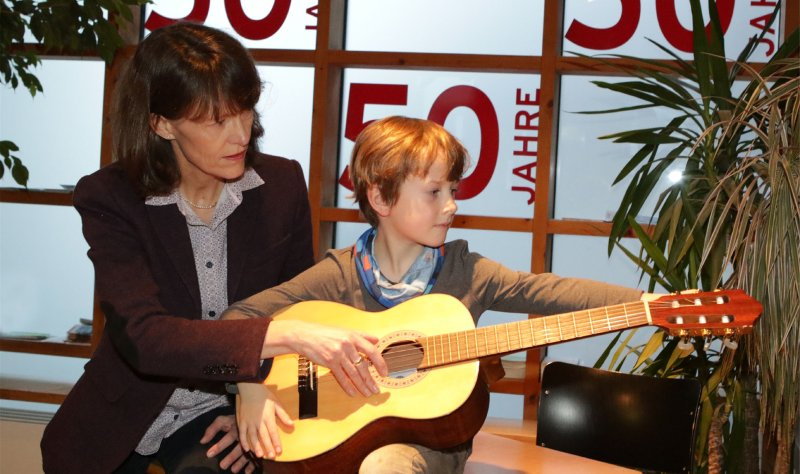 Musikschulleiterin Ulrike Goldau (links) freut sich auf das Jubiläumsjahr  GB-Foto: Bäuerle