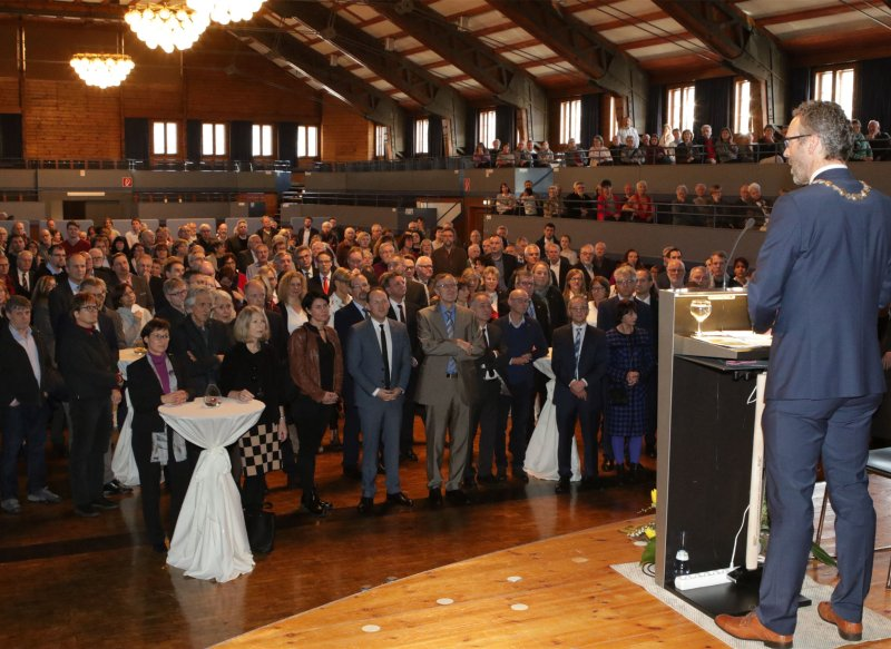 Oberbürgermeister Thomas Sprißler wagt einen Ausblick auf 2018  GB-Fotos: Bäuerle