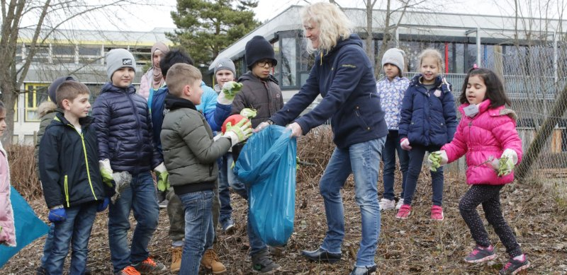 Auch bei der gestrigen Säuberungsaktion kam wieder viel Müll zusammen  GB-Foto: Bäuerle