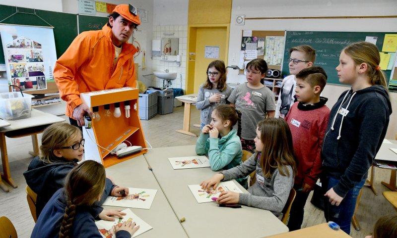 Die Grundschüler erfahren viel Wissenswertes zum Thema Energiesparen  GB-Foto: Holom