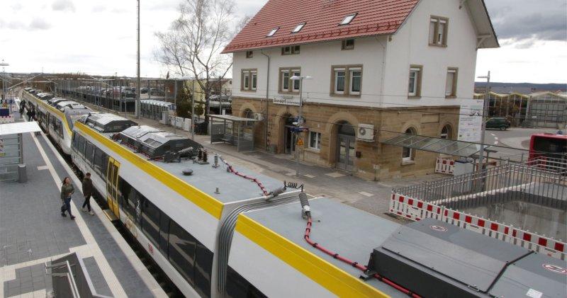 Mit einer eigens eingerichteten Busverbindung zwischen Herrenberg und Bondorf sollen die wegen der Bauarbeiten in Bondorf wegfallenden Zugverbindungen aufgefangen wer ...