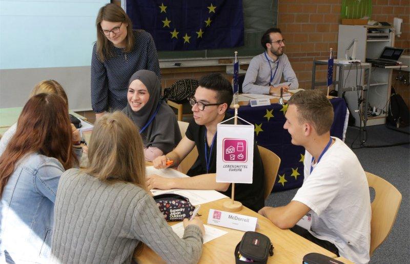 Die Schüler versetzen sich in die Lage von Politikern, Verbänden und Organisationen GB-Foto: Bäuerle