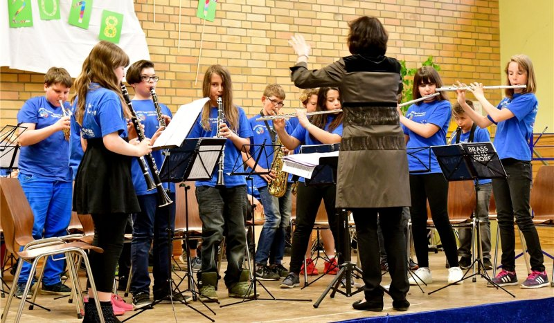 Bestritten einen Teil des Konzerts: Bläser der fünften Klasse unter Leitung von Renate Steible-Bernhard  GB-Foto: Holom