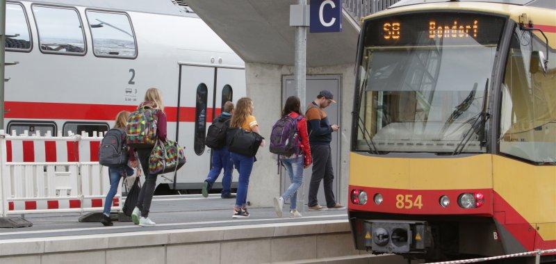 Trotz des neuen Intercitys: Bondorfer Gymnasiasten fahren lieber mit dem Bus nach Rottenburg  GB-Foto: Bäuerle