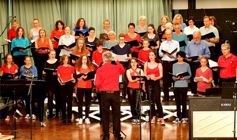 Das Konzert bot eine bunte Mischung aus Oldies, Rock- und Pop-Klassikern, aktuellen Hits aus den letzten Jahren und einer Opern-Arie  GB-Foto: Holom