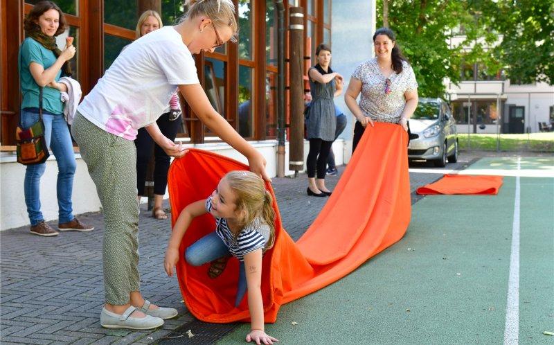 Auch eine Spielstraße gab es beim Schulfest der Fröbelschule GB-Foto: Holom