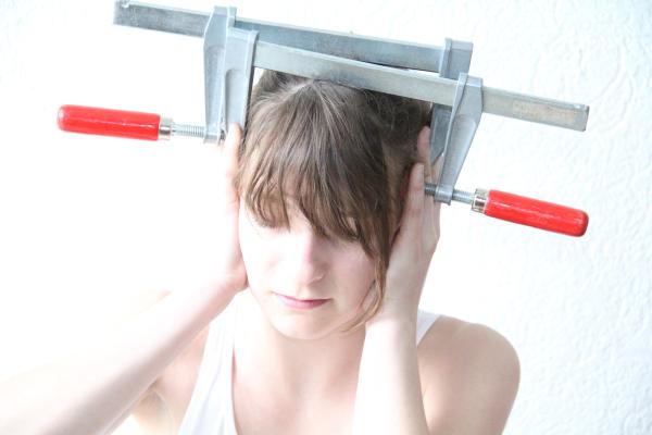 Spannungskopfschmerzen - Gefühlte Schraubzwingen pressen den Kopf ...