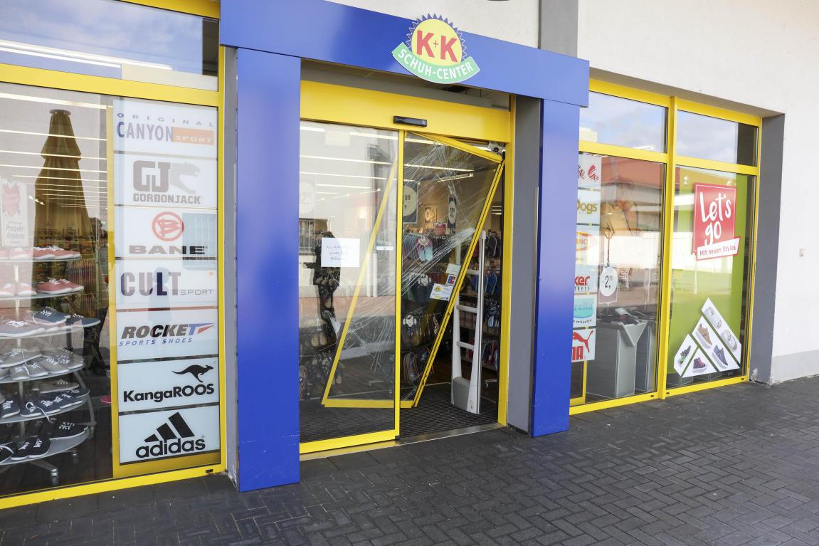Einbrecher K+K brechen K+K Einbrecher Schuh Center auf HANAUER ANZEIGER c17052