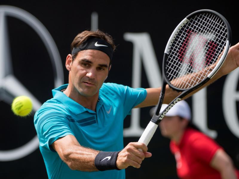 newest collection bc877 0f42b Federer (Schweiz) im Viertelfinale des ATP-Turniers in Stuttgart gegen  Pella (Argentinien). Foto  Marijan Murat